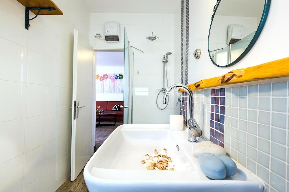 아벨 스위트 호텔(Arbel Suites Hotel) Hotel Image 16 - Bathroom