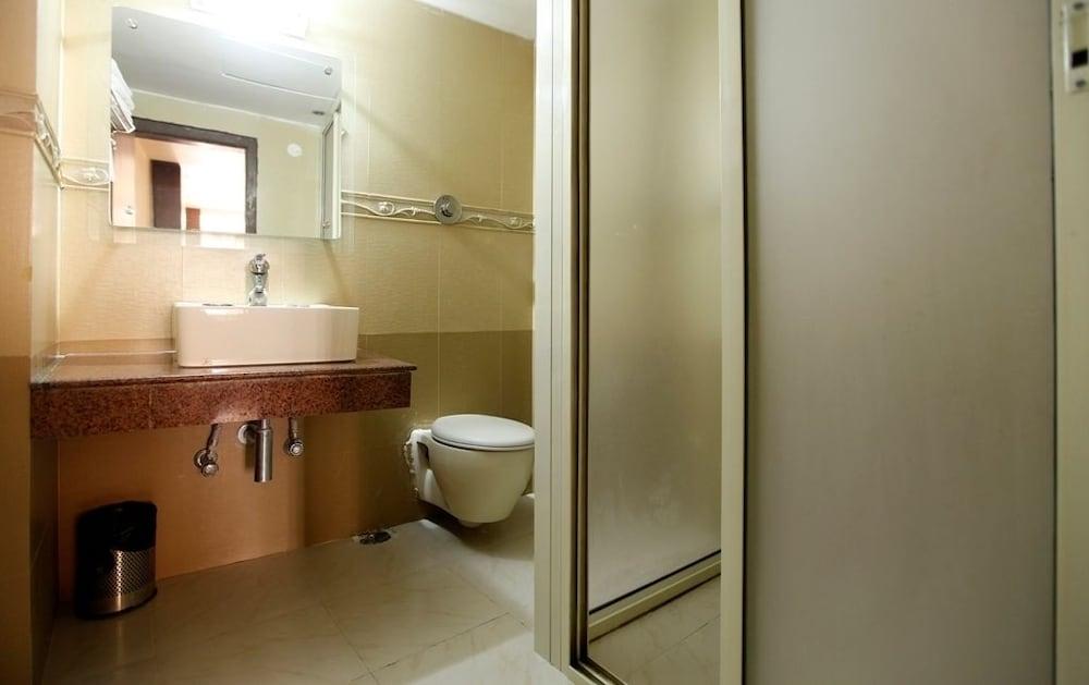 브리지 뷰 리젠시(Bridge View Regency) Hotel Image 18 - Bathroom