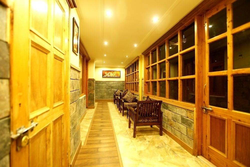 브리지 뷰 리젠시(Bridge View Regency) Hotel Image 1 - Lobby Sitting Area