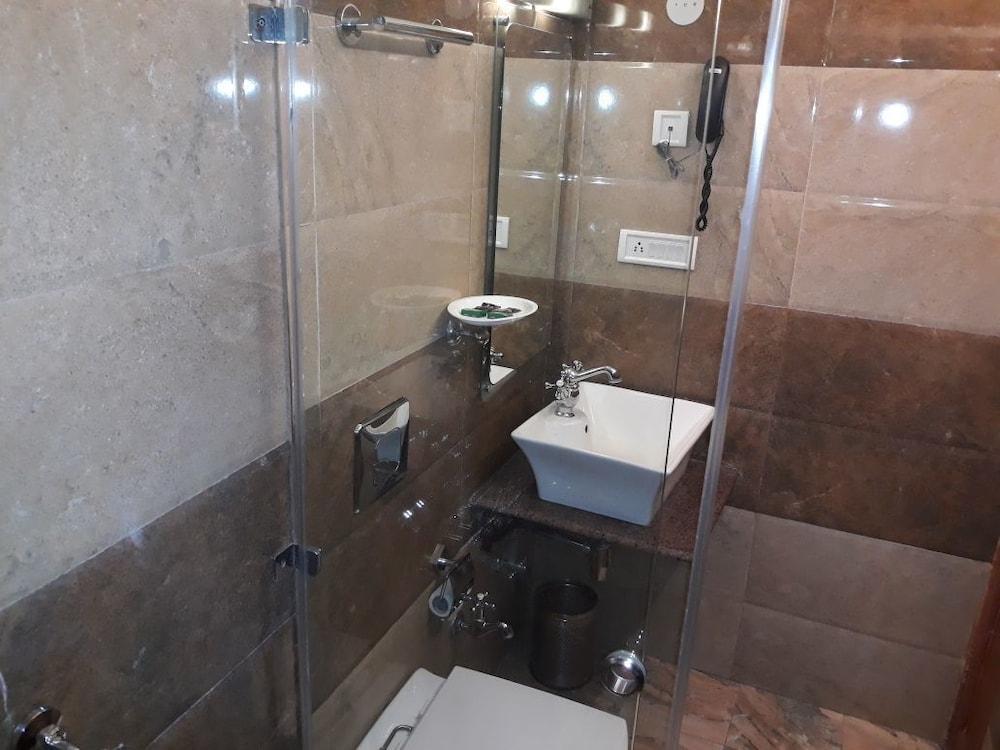 브리지 뷰 리젠시(Bridge View Regency) Hotel Image 21 - Bathroom