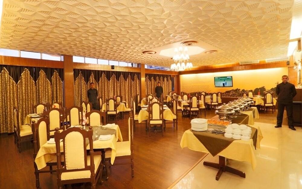 브리지 뷰 리젠시(Bridge View Regency) Hotel Image 22 - Restaurant