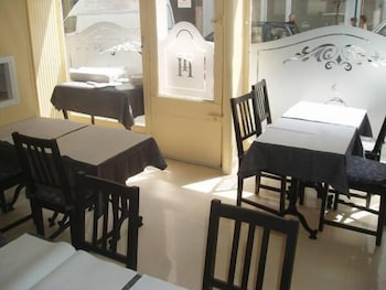 호텔 트리아농 뱅상(Hôtel Trianon Vincennes) Hotel Image 27 - Breakfast Area