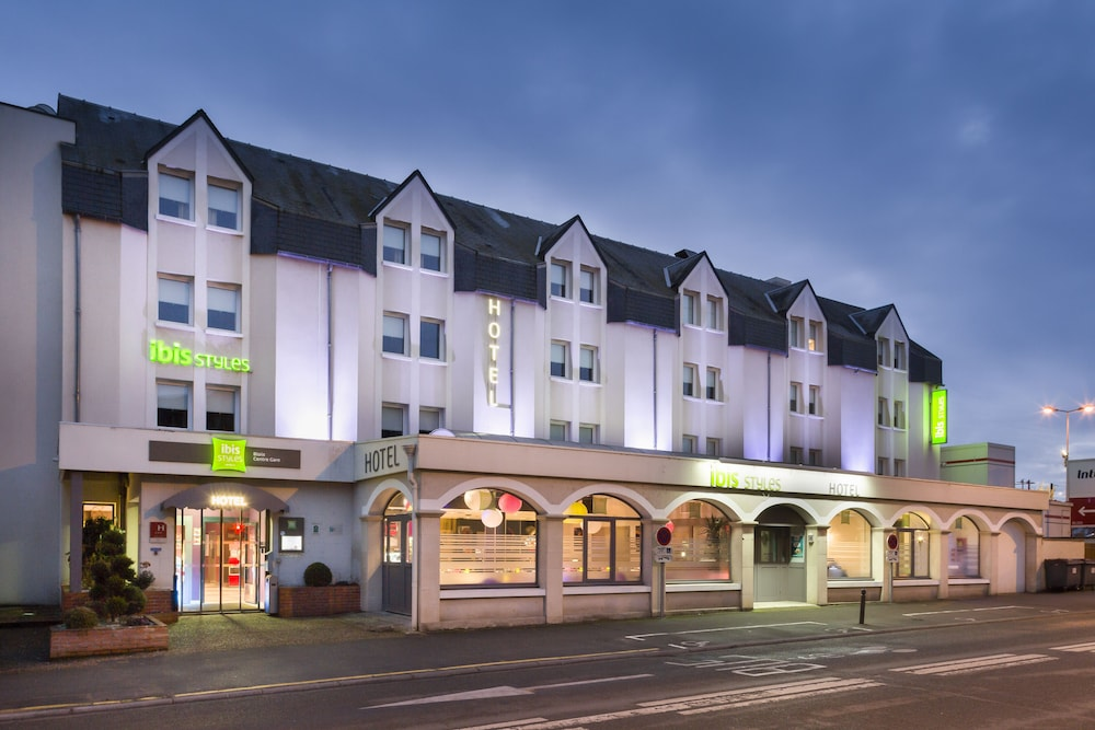 이비스 스타일스 블루아 상트르 가르(ibis Styles Blois Centre Gare) Hotel Image 41 - Hotel Front - Evening/Night