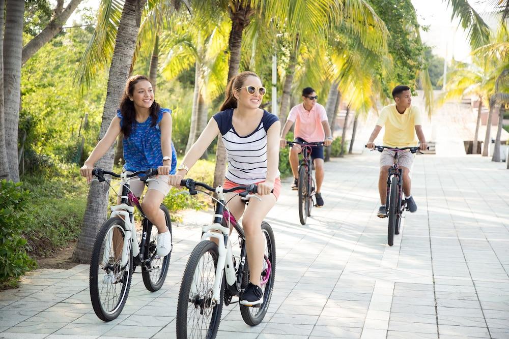선스케이프 도라도 파시피코 익스타파 리조트 앤드 스파 올 인클루시브(Sunscape Dorado Pacifico Ixtapa Resort & Spa All Inclusive) Hotel Image 25 - Bicycling
