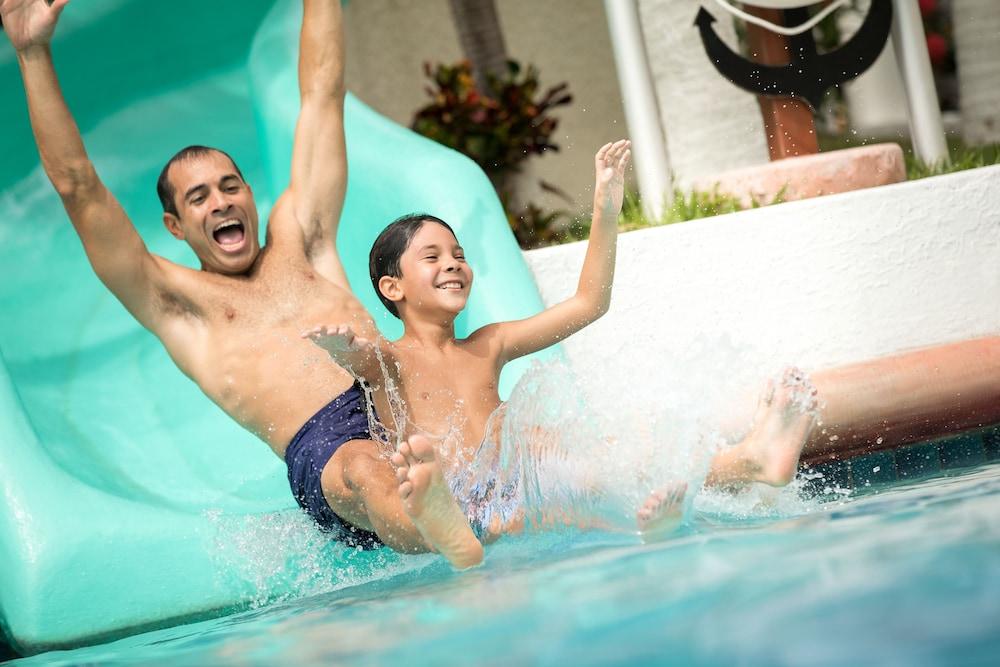 선스케이프 도라도 파시피코 익스타파 리조트 앤드 스파 올 인클루시브(Sunscape Dorado Pacifico Ixtapa Resort & Spa All Inclusive) Hotel Image 51 - Rowing