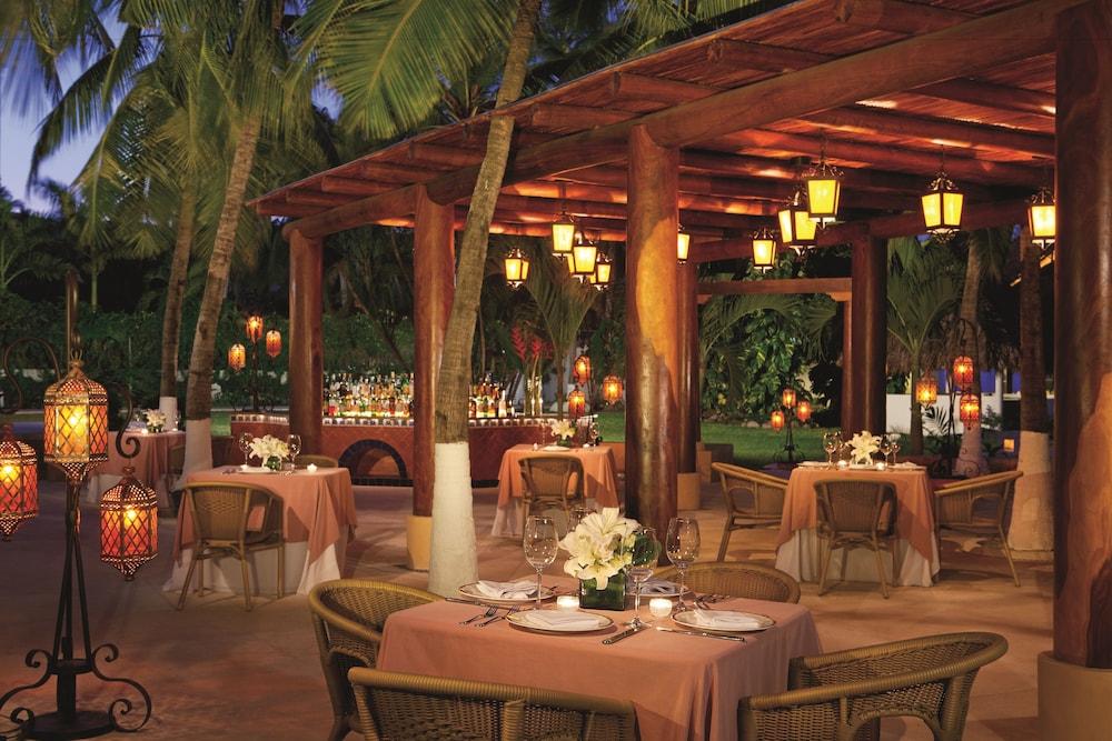 선스케이프 도라도 파시피코 익스타파 리조트 앤드 스파 올 인클루시브(Sunscape Dorado Pacifico Ixtapa Resort & Spa All Inclusive) Hotel Image 32 - Restaurant