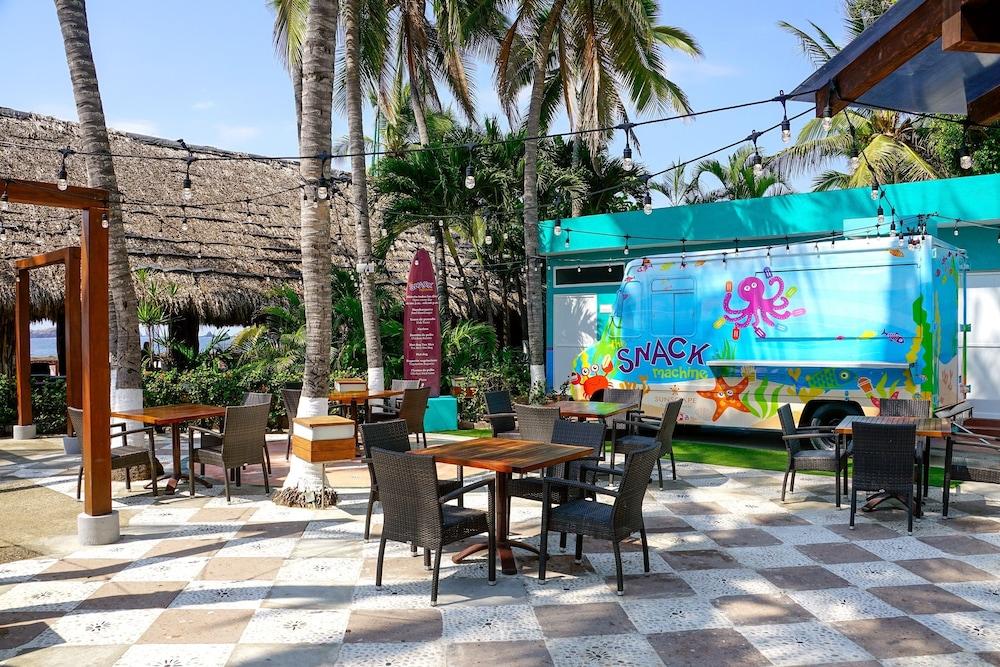 선스케이프 도라도 파시피코 익스타파 리조트 앤드 스파 올 인클루시브(Sunscape Dorado Pacifico Ixtapa Resort & Spa All Inclusive) Hotel Image 36 - Snack Bar