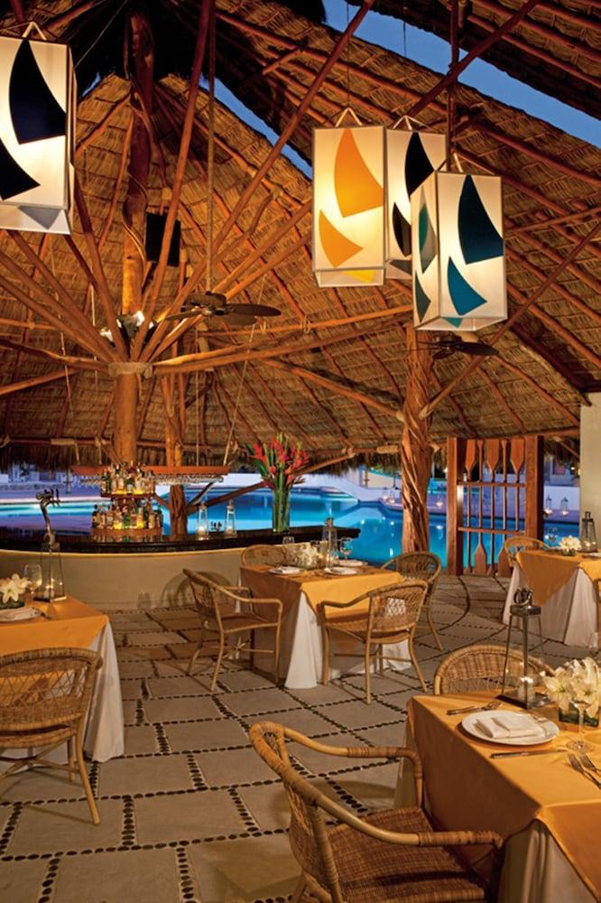 선스케이프 도라도 파시피코 익스타파 리조트 앤드 스파 올 인클루시브(Sunscape Dorado Pacifico Ixtapa Resort & Spa All Inclusive) Hotel Image 30 - Restaurant