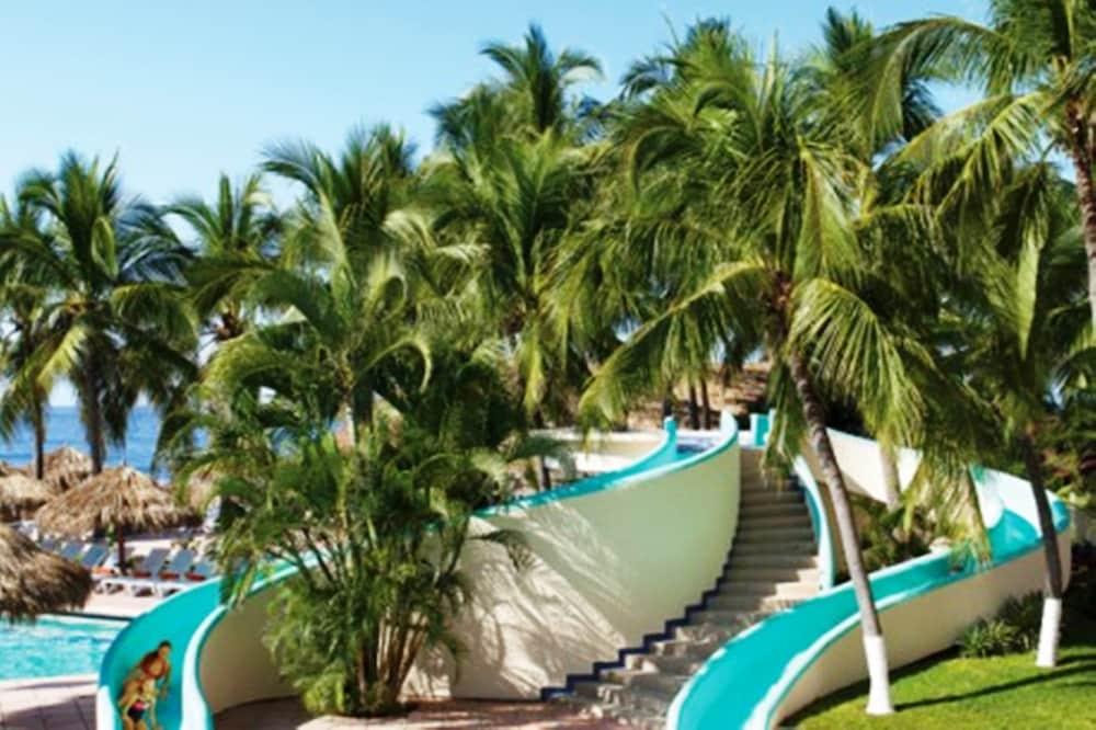 선스케이프 도라도 파시피코 익스타파 리조트 앤드 스파 올 인클루시브(Sunscape Dorado Pacifico Ixtapa Resort & Spa All Inclusive) Hotel Image 19 - Waterslide