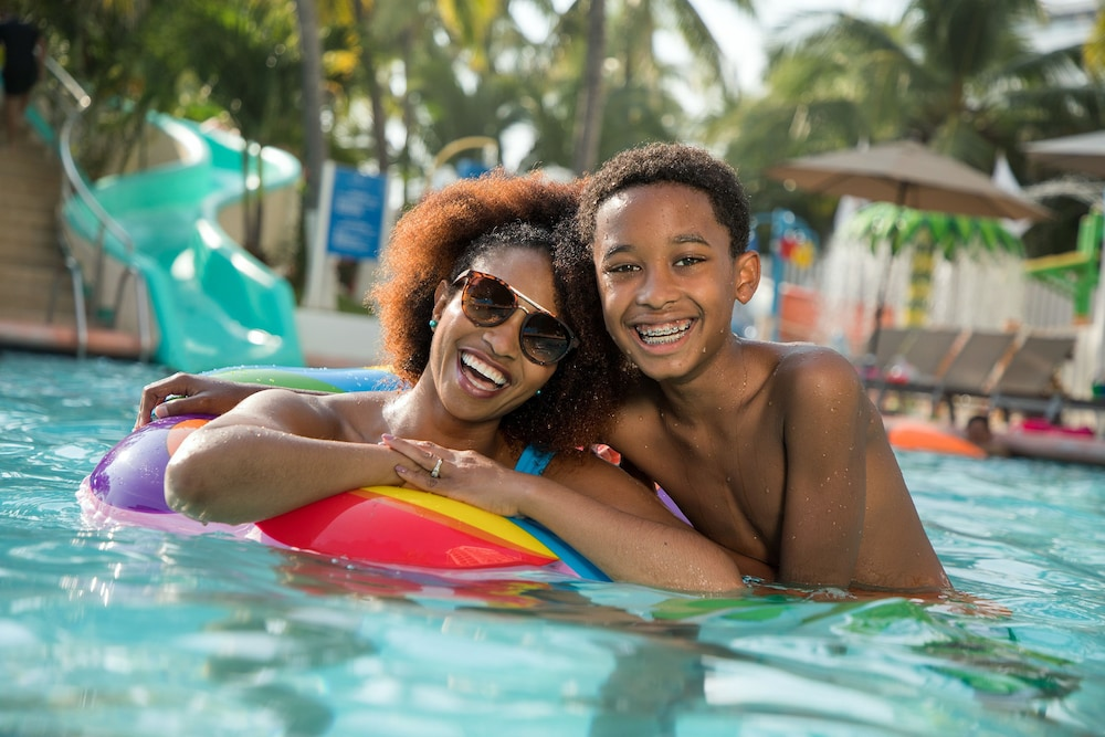 선스케이프 도라도 파시피코 익스타파 리조트 앤드 스파 올 인클루시브(Sunscape Dorado Pacifico Ixtapa Resort & Spa All Inclusive) Hotel Image 1 - Pool