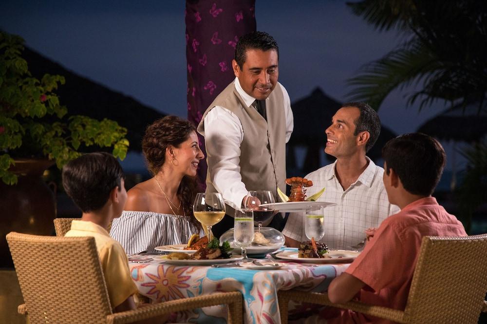 선스케이프 도라도 파시피코 익스타파 리조트 앤드 스파 올 인클루시브(Sunscape Dorado Pacifico Ixtapa Resort & Spa All Inclusive) Hotel Image 39 - Family Dining