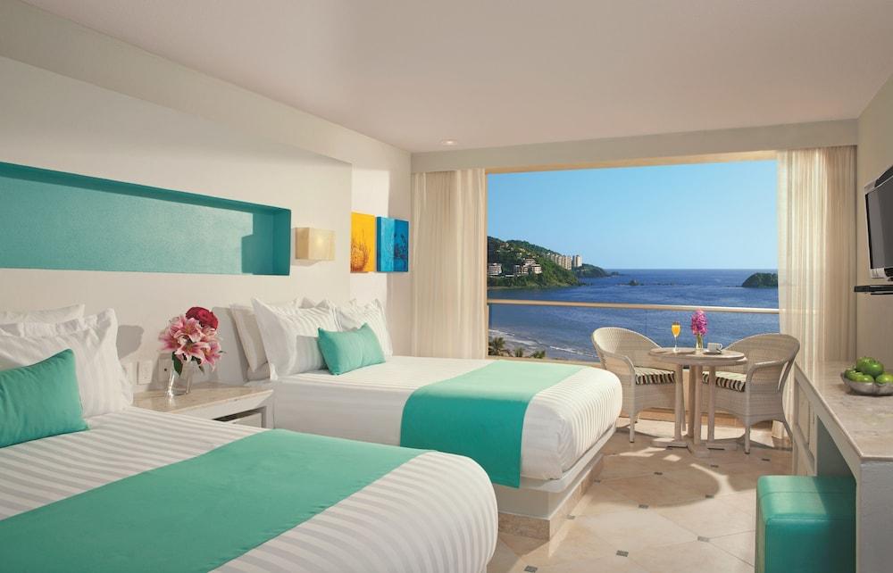 선스케이프 도라도 파시피코 익스타파 리조트 앤드 스파 올 인클루시브(Sunscape Dorado Pacifico Ixtapa Resort & Spa All Inclusive) Hotel Image 5 - Guestroom