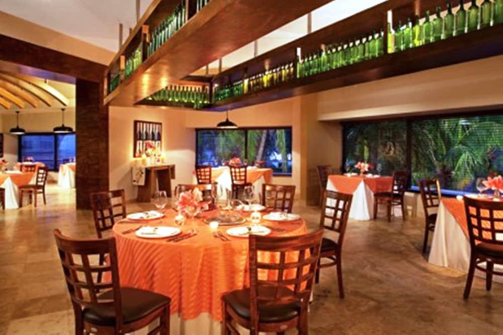 선스케이프 도라도 파시피코 익스타파 리조트 앤드 스파 올 인클루시브(Sunscape Dorado Pacifico Ixtapa Resort & Spa All Inclusive) Hotel Image 31 - Restaurant