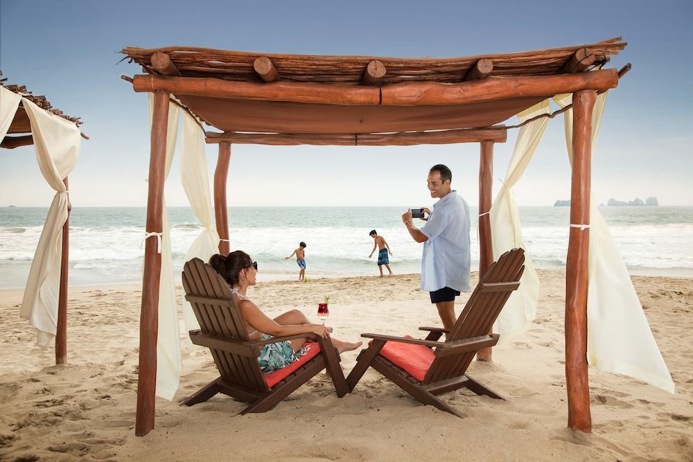선스케이프 도라도 파시피코 익스타파 리조트 앤드 스파 올 인클루시브(Sunscape Dorado Pacifico Ixtapa Resort & Spa All Inclusive) Hotel Image 42 - Beach
