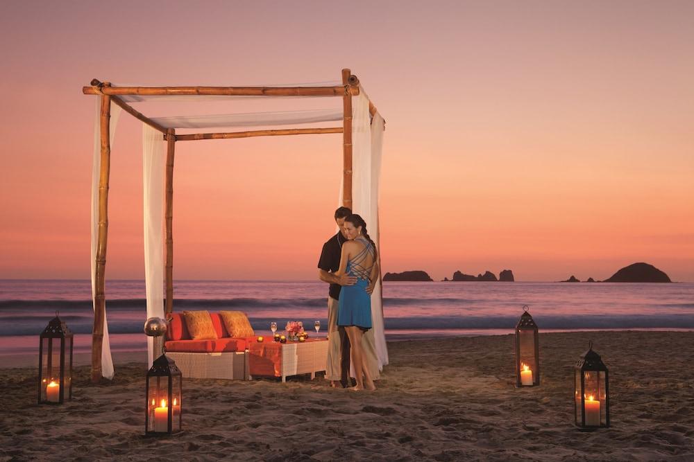선스케이프 도라도 파시피코 익스타파 리조트 앤드 스파 올 인클루시브(Sunscape Dorado Pacifico Ixtapa Resort & Spa All Inclusive) Hotel Image 38 - Couples Dining