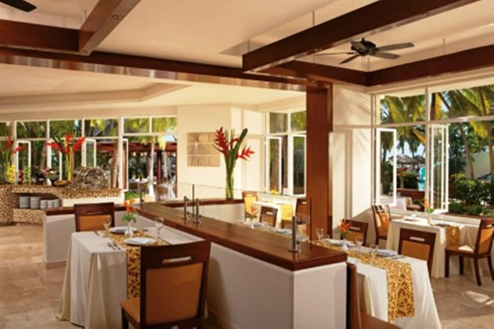 선스케이프 도라도 파시피코 익스타파 리조트 앤드 스파 올 인클루시브(Sunscape Dorado Pacifico Ixtapa Resort & Spa All Inclusive) Hotel Image 33 - Buffet