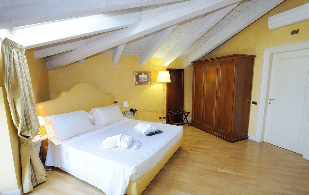 를레 콜롬바라 스파 & 웰니스(Relais Colombara Spa & Wellness) Hotel Image 7 - Guestroom