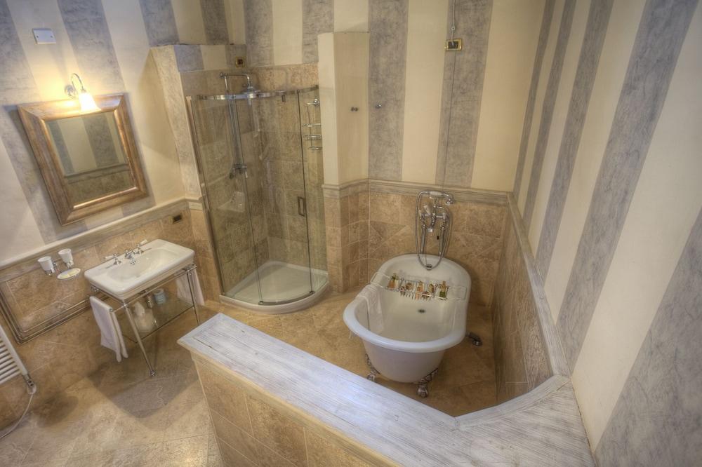 를레 콜롬바라 스파 & 웰니스(Relais Colombara Spa & Wellness) Hotel Image 33 - Bathroom