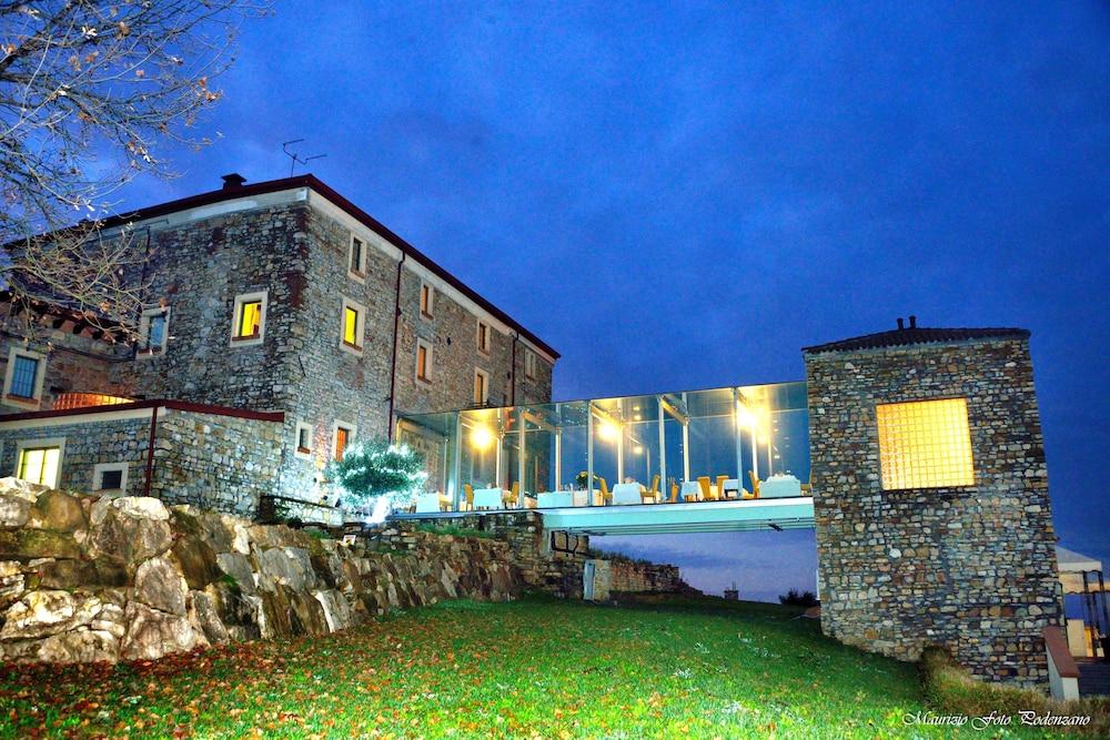 를레 콜롬바라 스파 & 웰니스(Relais Colombara Spa & Wellness) Hotel Image 111 - Hotel Front - Evening/Night