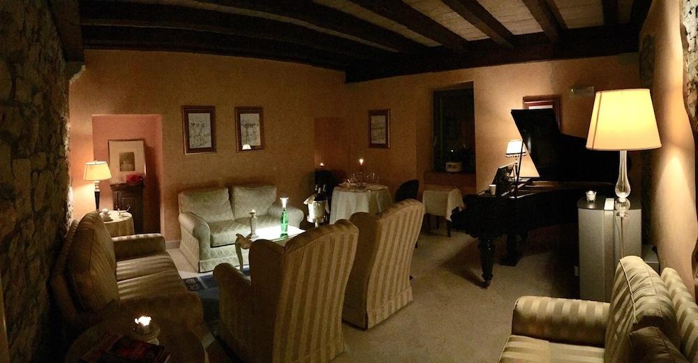 를레 콜롬바라 스파 & 웰니스(Relais Colombara Spa & Wellness) Hotel Image 2 - Lobby Sitting Area