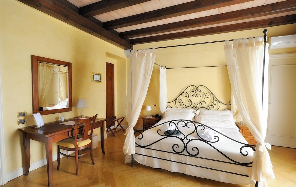 를레 콜롬바라 스파 & 웰니스(Relais Colombara Spa & Wellness) Hotel Image 8 - Guestroom