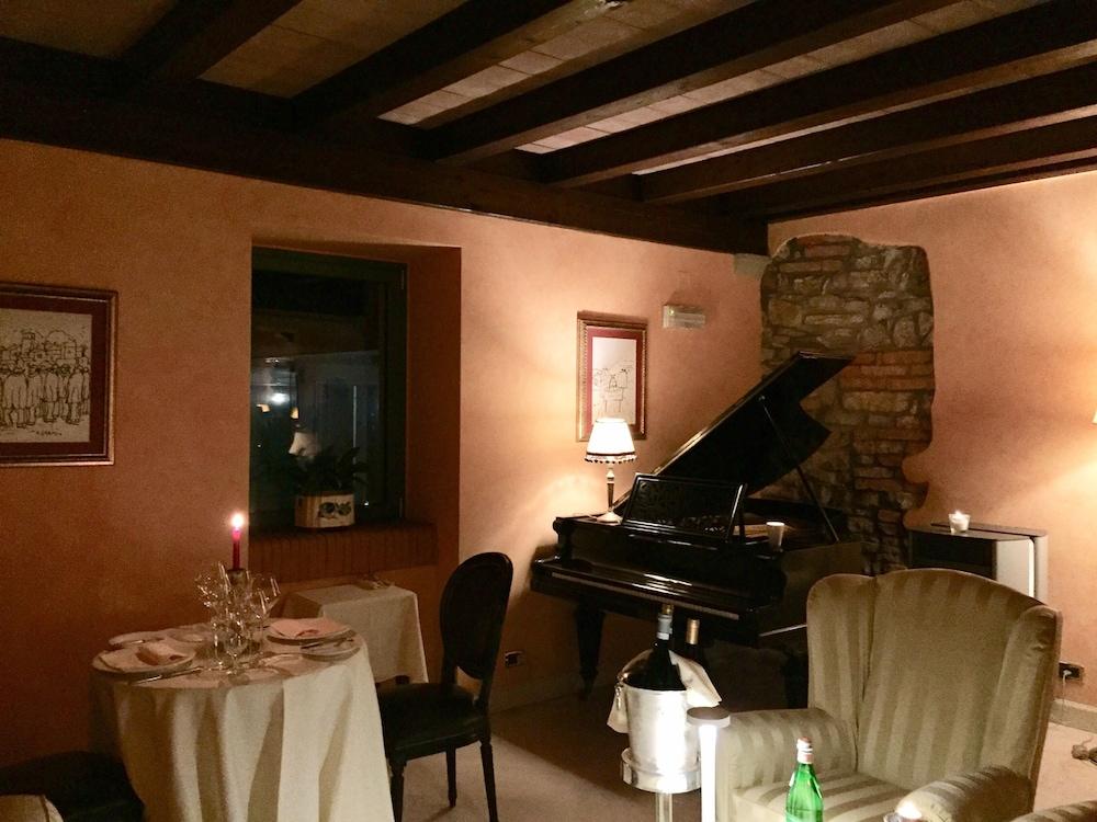 를레 콜롬바라 스파 & 웰니스(Relais Colombara Spa & Wellness) Hotel Image 1 - Lobby Sitting Area