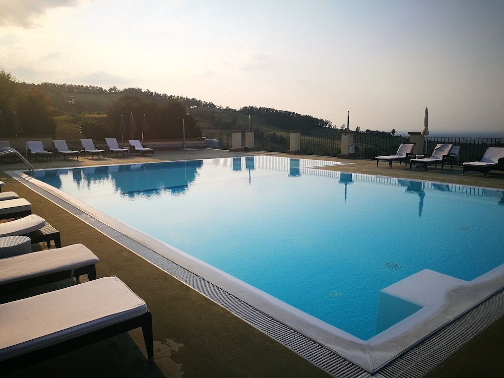 를레 콜롬바라 스파 & 웰니스(Relais Colombara Spa & Wellness) Hotel Image 44 - Outdoor Pool