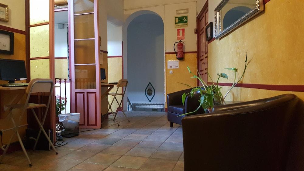 펜션 누에보 피노(Pension Nuevo Pino) Hotel Image 2 - Lobby Sitting Area