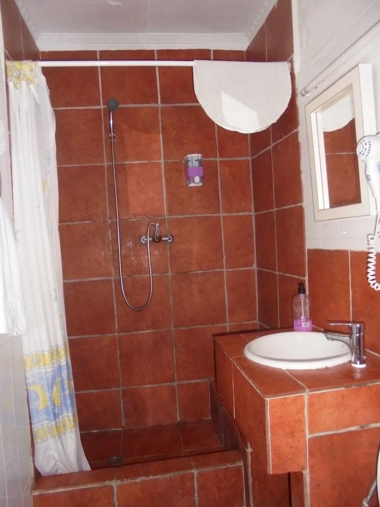 펜션 누에보 피노(Pension Nuevo Pino) Hotel Image 46 - Bathroom