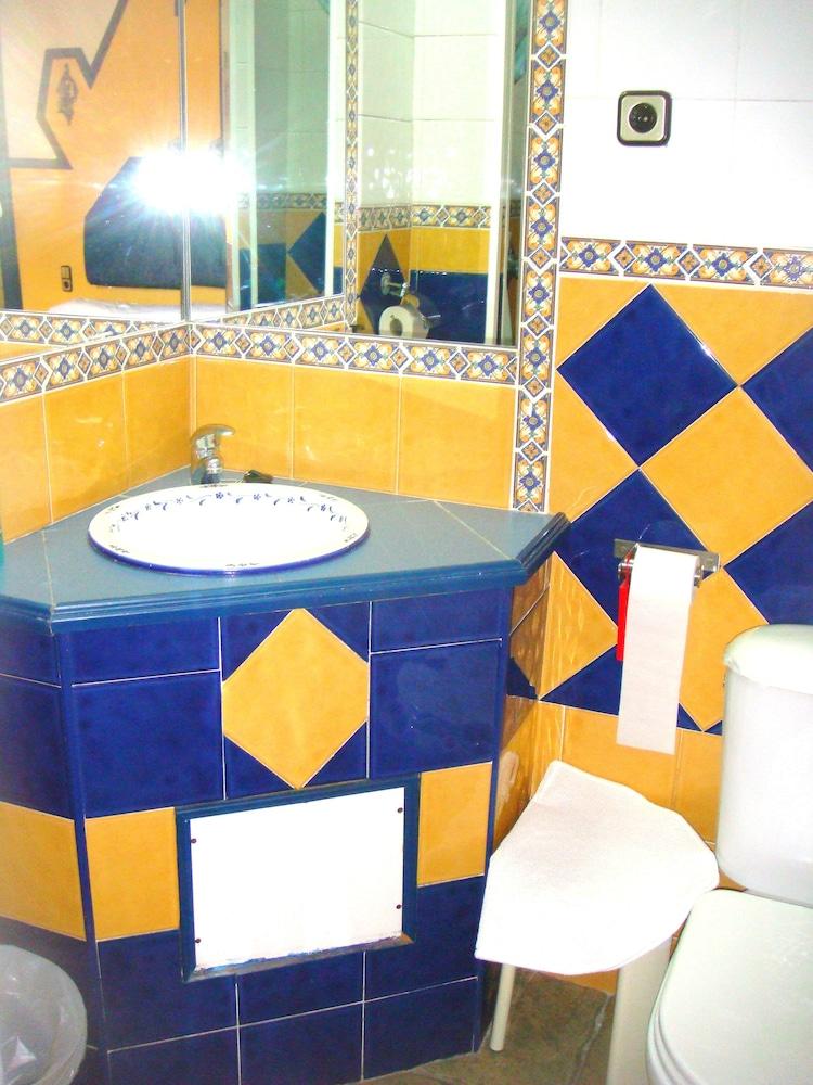펜션 누에보 피노(Pension Nuevo Pino) Hotel Image 43 - Bathroom