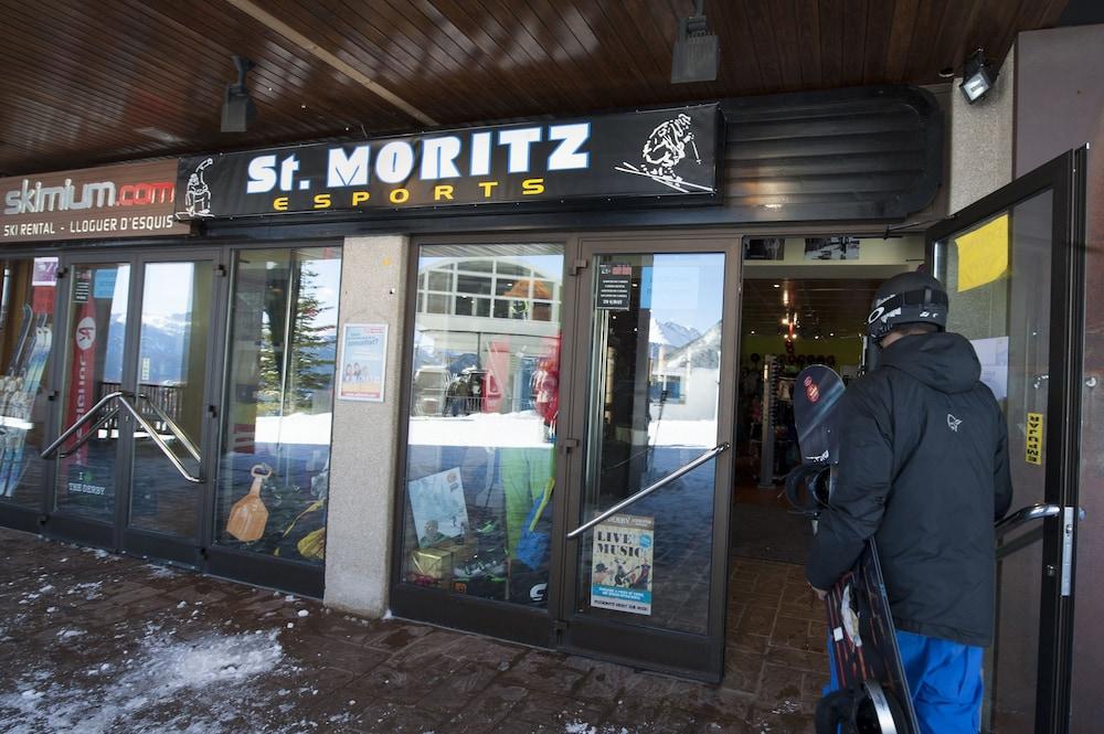 아파르타멘츠 산트 모리츠(Apartaments Sant Moritz) Hotel Image 32 - Snow and Ski Sports