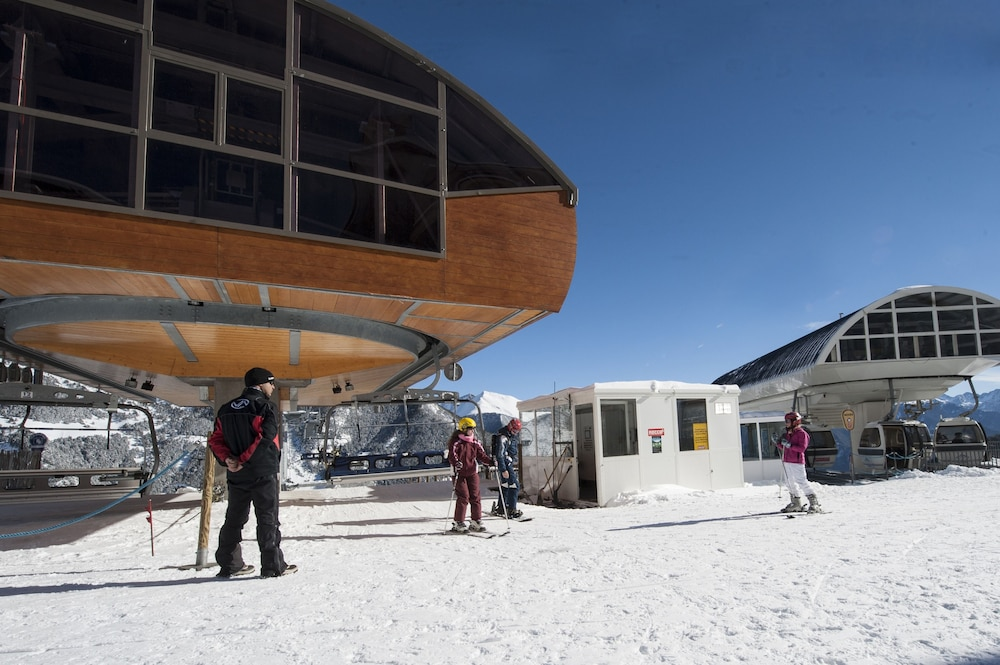 아파르타멘츠 산트 모리츠(Apartaments Sant Moritz) Hotel Image 37 - Ski Hill