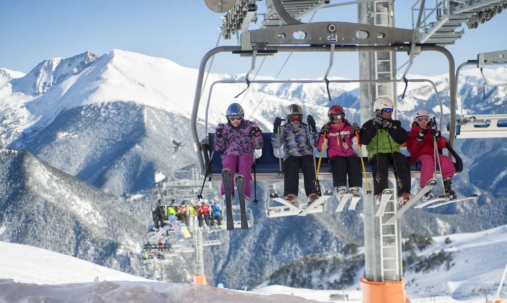 아파르타멘츠 산트 모리츠(Apartaments Sant Moritz) Hotel Image 39 - Ski Hill