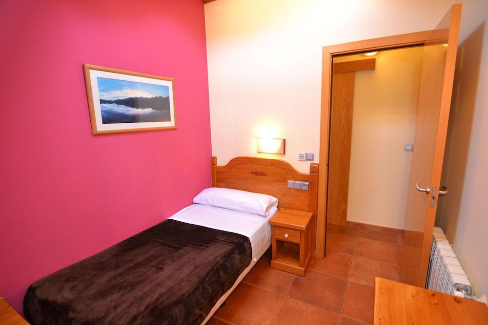 아파르타멘츠 산트 모리츠(Apartaments Sant Moritz) Hotel Image 3 - Guestroom