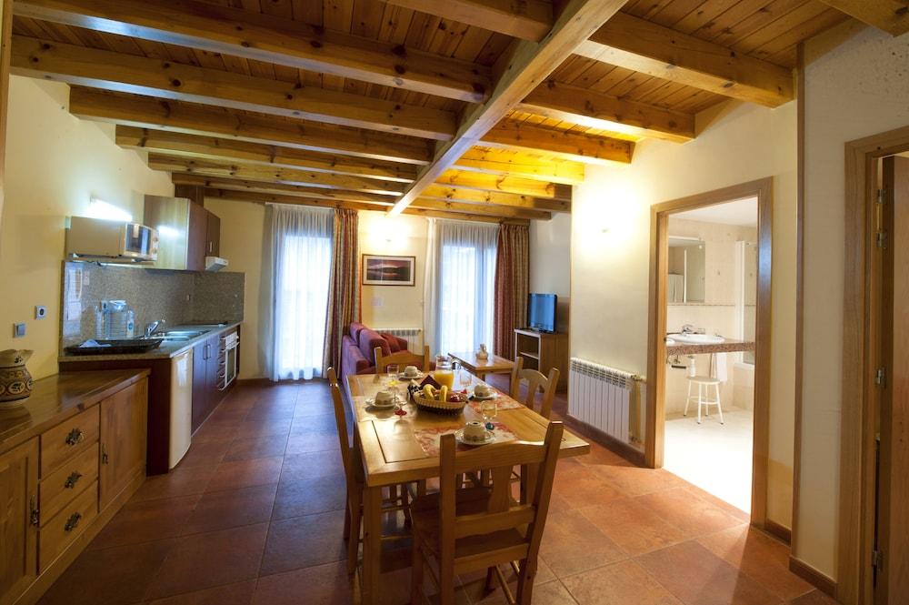 아파르타멘츠 산트 모리츠(Apartaments Sant Moritz) Hotel Image 0 - Featured Image
