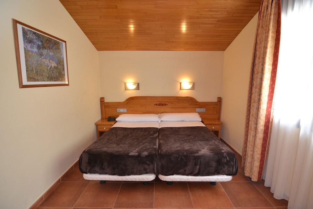 아파르타멘츠 산트 모리츠(Apartaments Sant Moritz) Hotel Image 10 - Guestroom