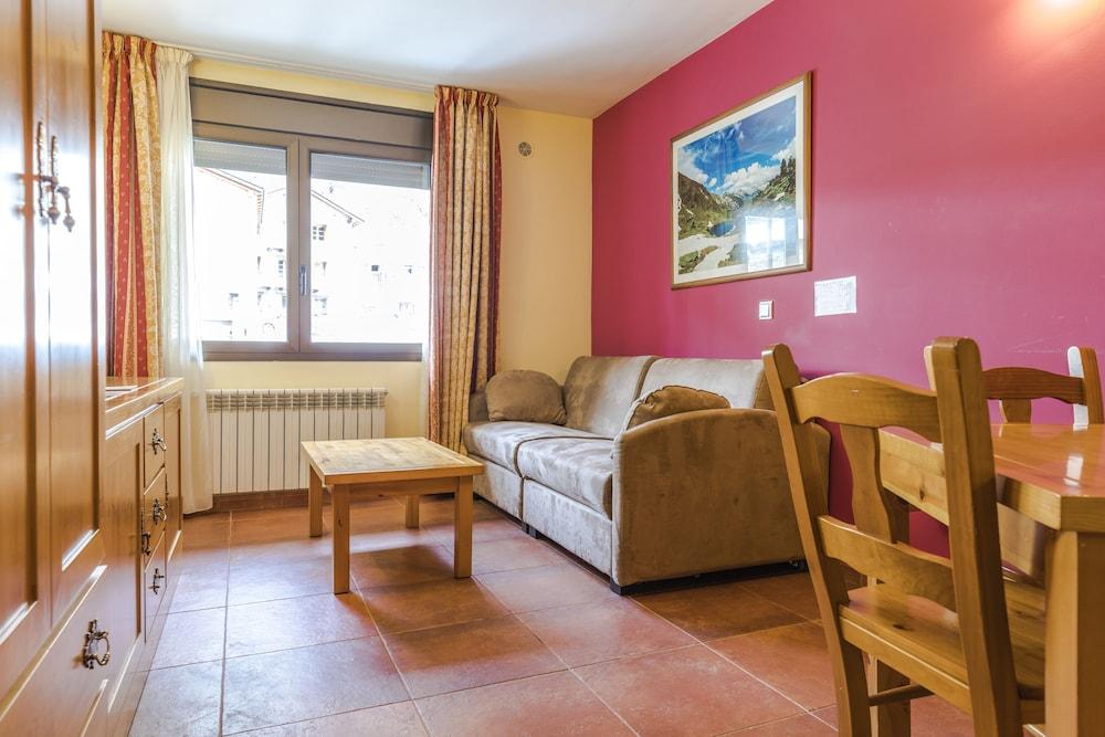 아파르타멘츠 산트 모리츠(Apartaments Sant Moritz) Hotel Image 19 - Living Room