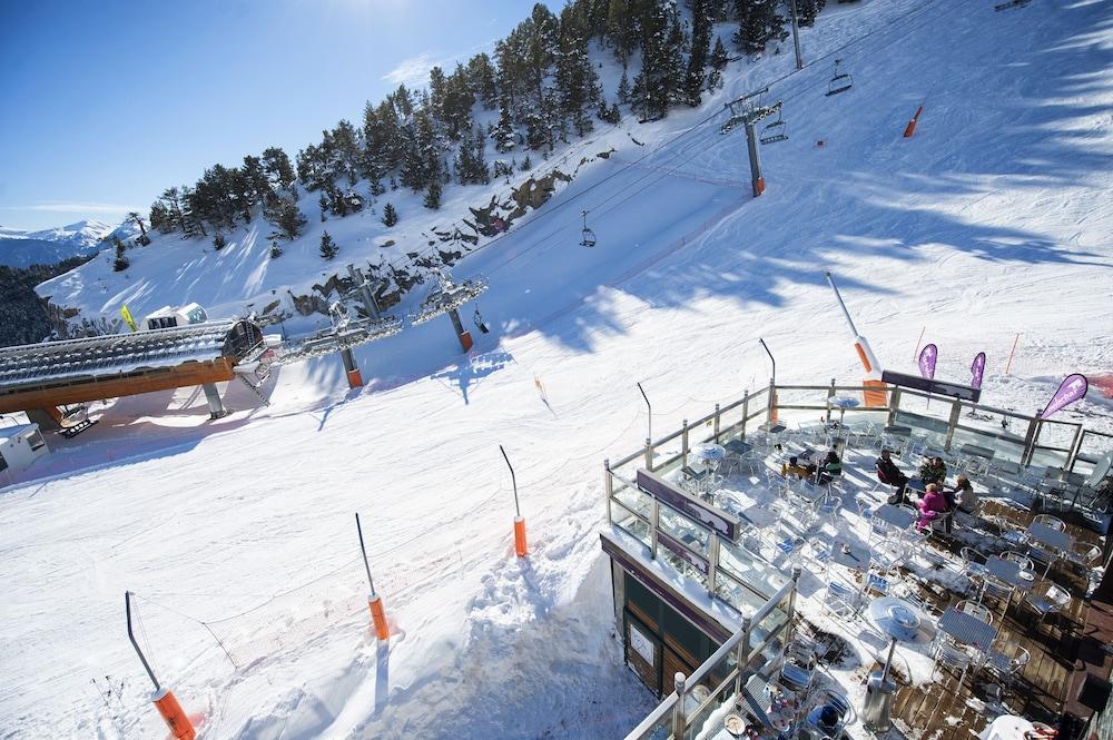 아파르타멘츠 산트 모리츠(Apartaments Sant Moritz) Hotel Image 38 - Ski Hill