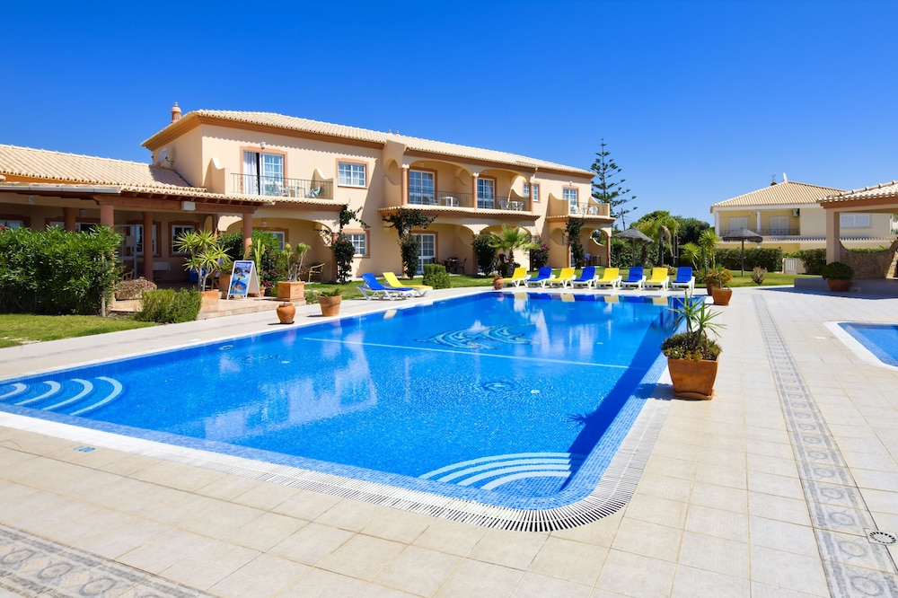 아탈라이아 솔(Atalaia Sol) Hotel Image 12 - Outdoor Pool