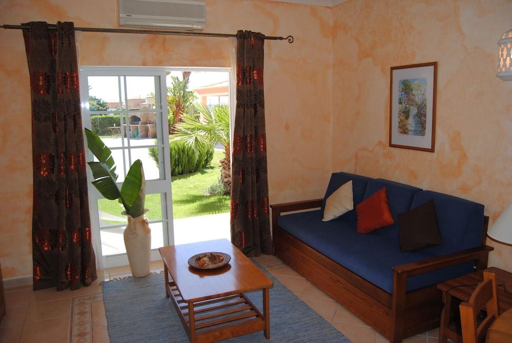 아탈라이아 솔(Atalaia Sol) Hotel Image 7 - Living Room