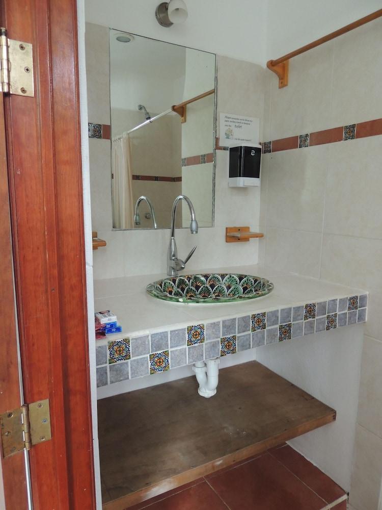 아파트 호텔 카사에히도(Apart hotel Casaejido) Hotel Image 139 - Bathroom Sink
