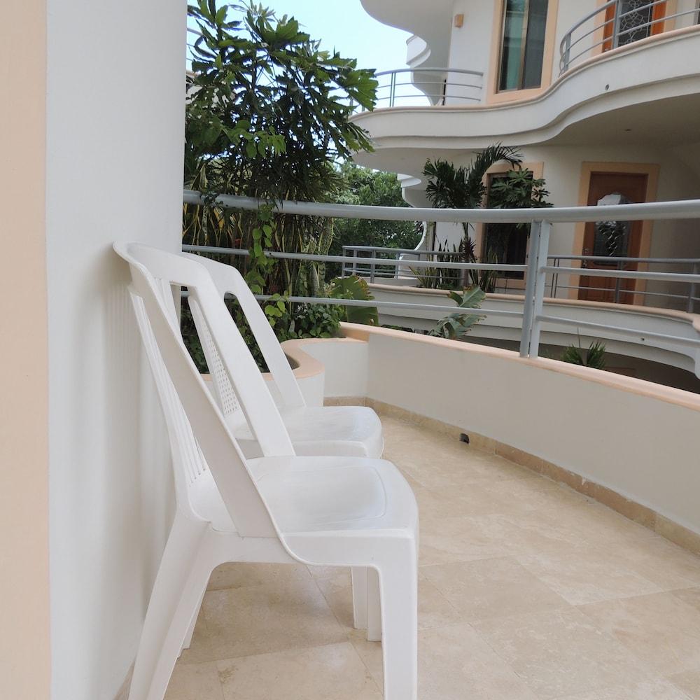 아파트 호텔 카사에히도(Apart hotel Casaejido) Hotel Image 96 - Balcony