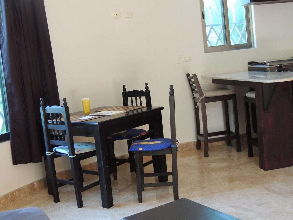 아파트 호텔 카사에히도(Apart hotel Casaejido) Hotel Image 64 - In-Room Dining