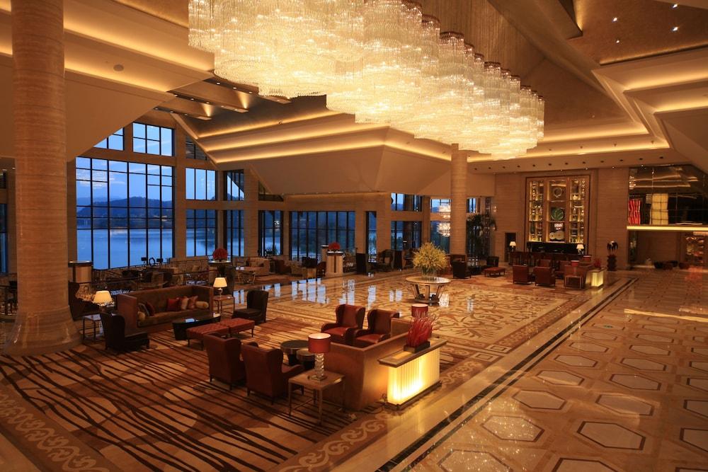 힐튼 항저우 칭다오 레이크 리조트(Hilton Hangzhou Qiandao Lake Resort) Hotel Image 3 - Lobby Sitting Area
