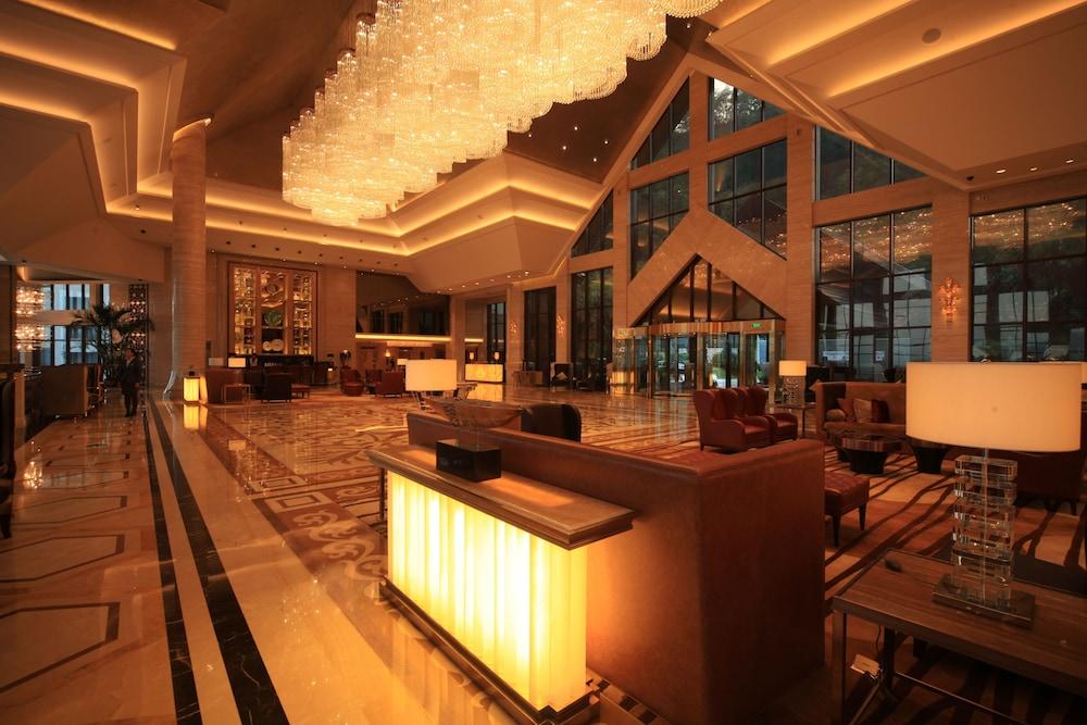 힐튼 항저우 칭다오 레이크 리조트(Hilton Hangzhou Qiandao Lake Resort) Hotel Image 1 - Lobby Sitting Area