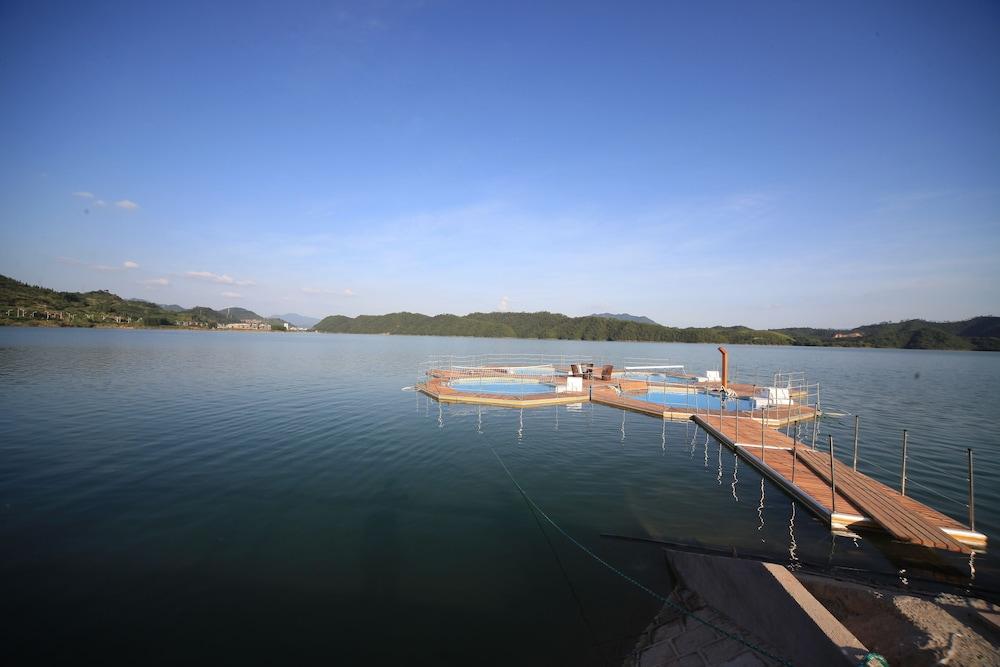 힐튼 항저우 칭다오 레이크 리조트(Hilton Hangzhou Qiandao Lake Resort) Hotel Image 38 - Outdoor Pool