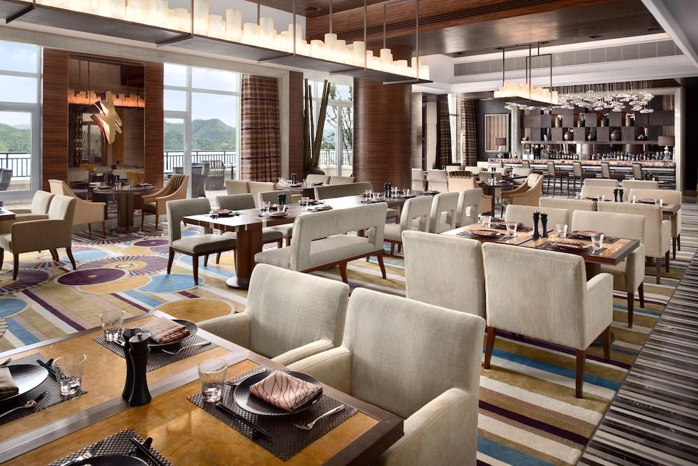 힐튼 항저우 칭다오 레이크 리조트(Hilton Hangzhou Qiandao Lake Resort) Hotel Image 52 - Food and Drink