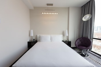 Guestroom at Z NYC Hotel in Long Island City