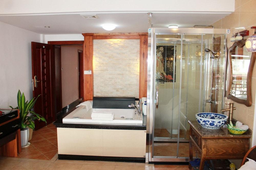 밤부 하우스 리조트(Bamboo House Resort) Hotel Image 11 - Bathroom