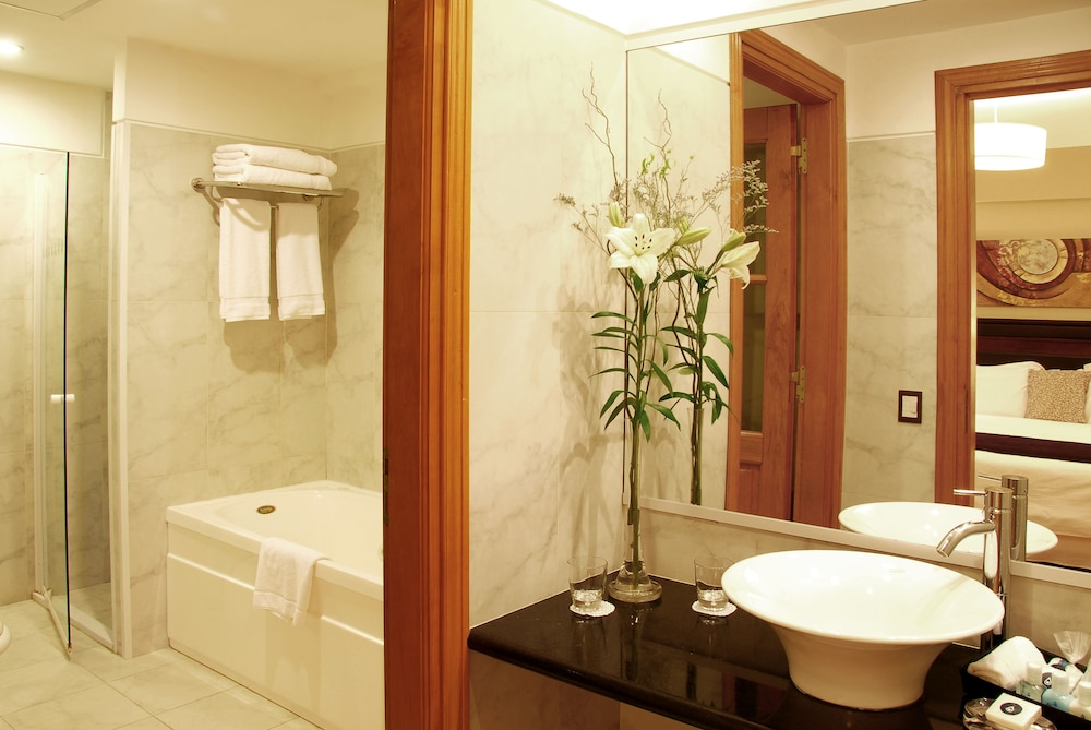 알마 델 라고 스위트 & 스파(Alma del Lago Suites & Spa) Hotel Image 15 - Bathroom